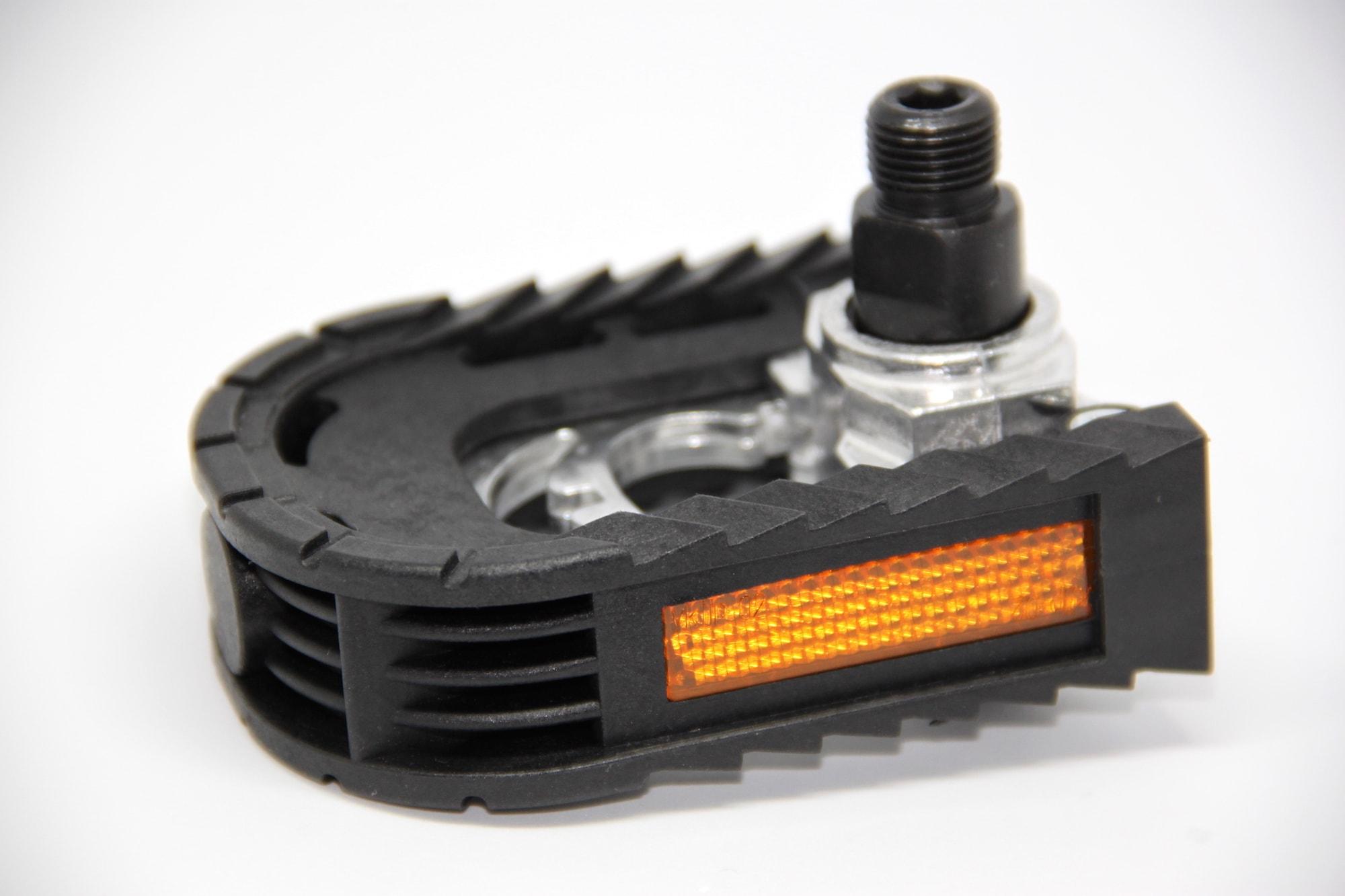 Fahrrad-Pedal eingeklappt mit Reflektor